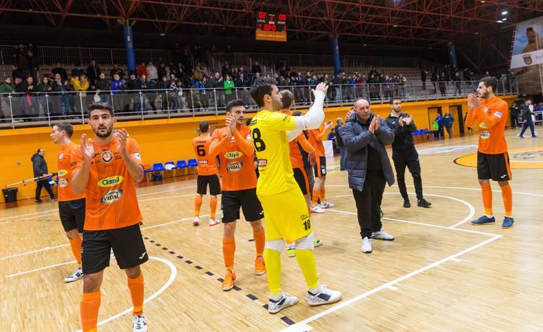 Los jugadores del Aspil Vidal celebran la victoria y el pase a cuartos.
