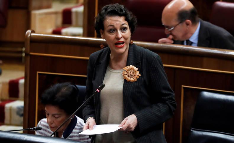 La ministra de Trabajo, Migraciones y Seguridad Social, Magdalena Valerio, durante la sesión de control del Gobierno.