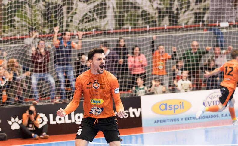Ferran Plana, jugador del Aspil-Vidal Ribera Navarra, en un partido disputado en Tudela.