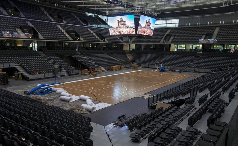 Configuración del Navarra Arena con la cancha de baloncesto para albergar un aforo cercano a los 10.000 espectadores