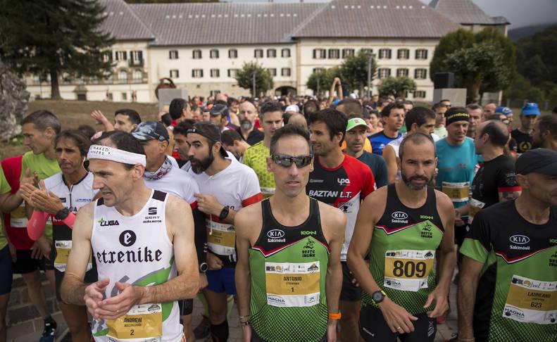Foto de los participantes de la Roncesvalles-Zubiri 2019 antes de comenzar la carrera.