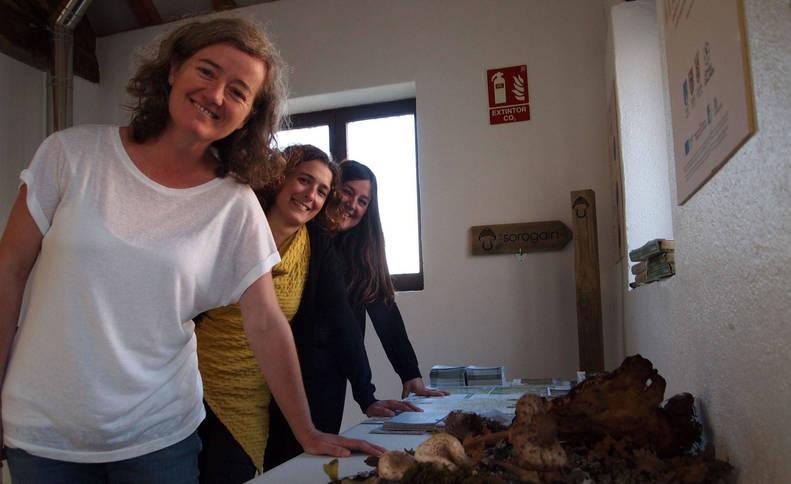 Foto de Janet Torrea Urbelz, Itziar Almárcegui Artieda y Silvia Erlanz Roda.