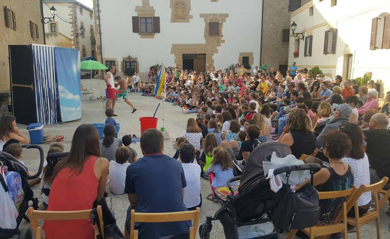 Actuación Amico on the beach, dentro de los Ecos de Otroño, interpretada en la localidad de Grocin.