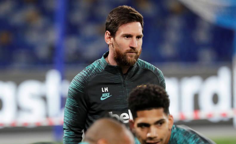 Lionel Messi, concentrado junto a sus compañeros en el entrenamiento previo al choque contra el Nápoles en San Paolo.