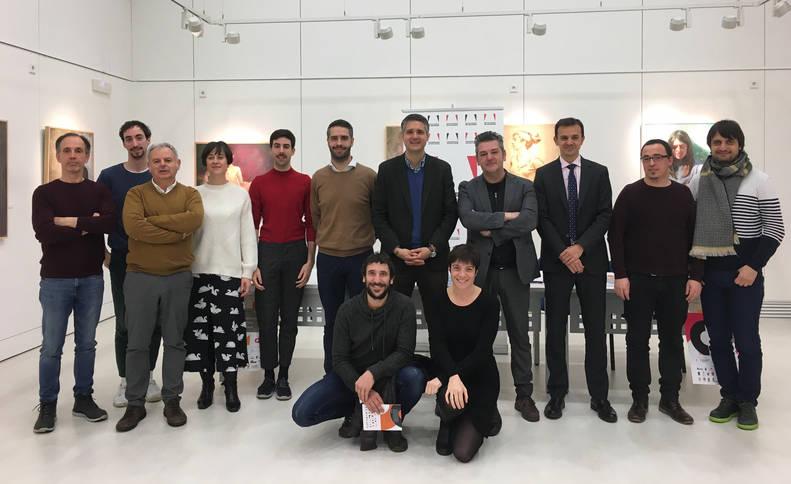 Foto de los responsables de la Red de Teatros y participantes en esta edición, tras la presentación del circuito en la Casa de Cultura de Villava.