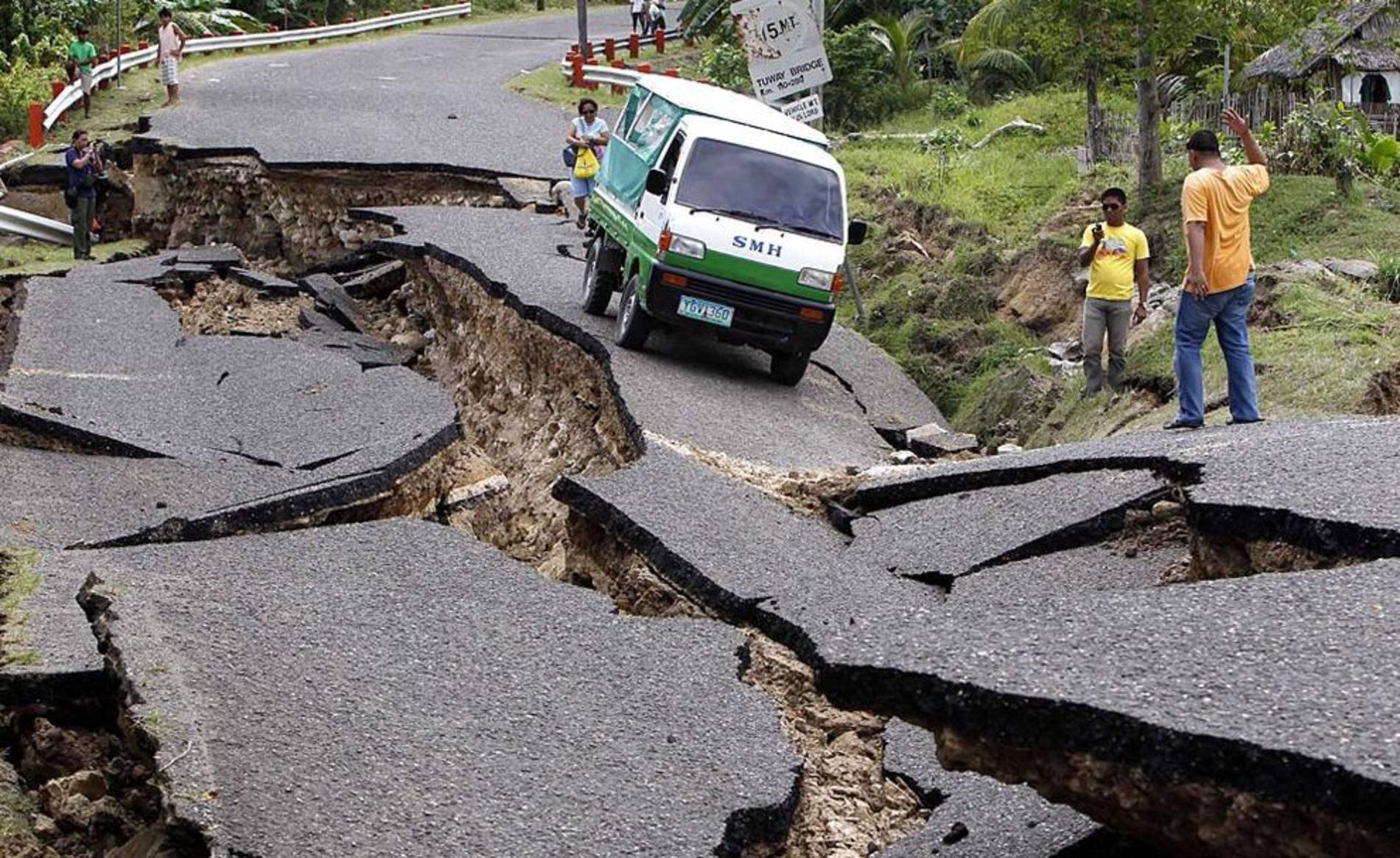 Consecuencias del terremoto de 6,7 grados en la escala de Richter en la isla de Negros, en la región central de Filipinas