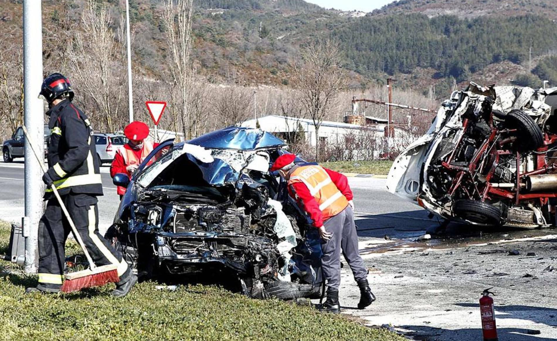 Un muerto y un herido en un accidente en la Ronda de Pamplona (1/9) - Un hombre ha muerto la mañana de este martes y otra persona ha resultado herida en un accidente de tráfico registrado en la Ronda de Pamplona, sentido Huarte, a la altura de Olloki. - Pamplona y Comarca -