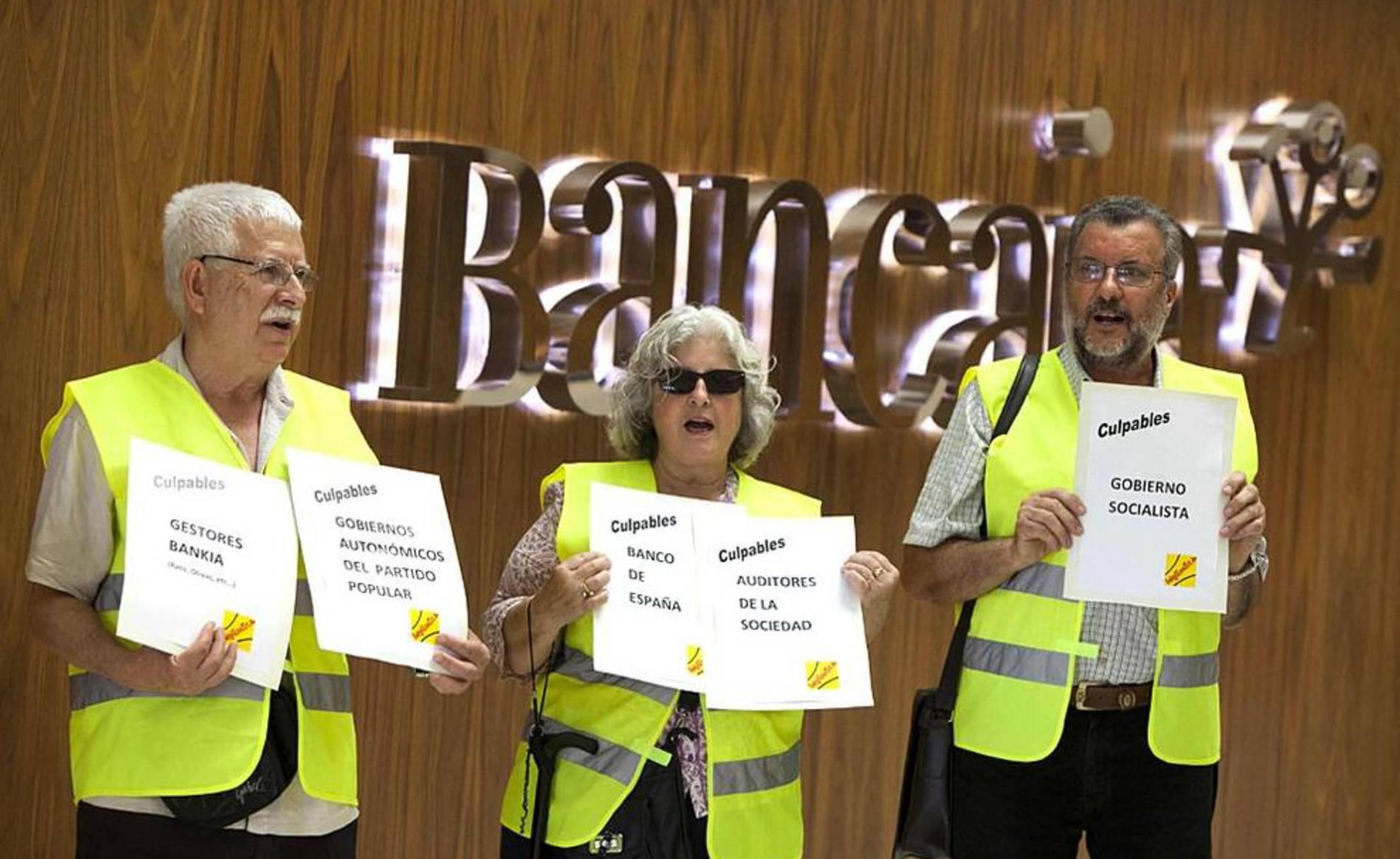 Galer a los 39 yayoflautas 39 protestan contra bankia for M bankia es oficina internet