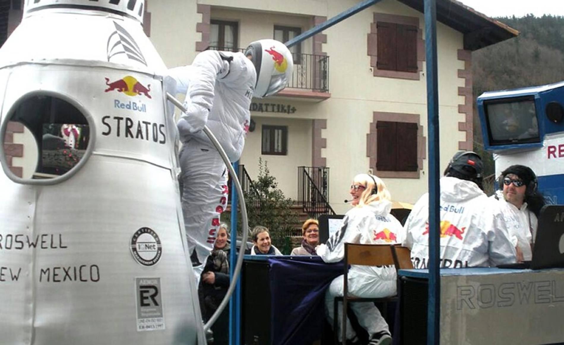 Desfile de las carrozas de los carnavales de Sunbilla