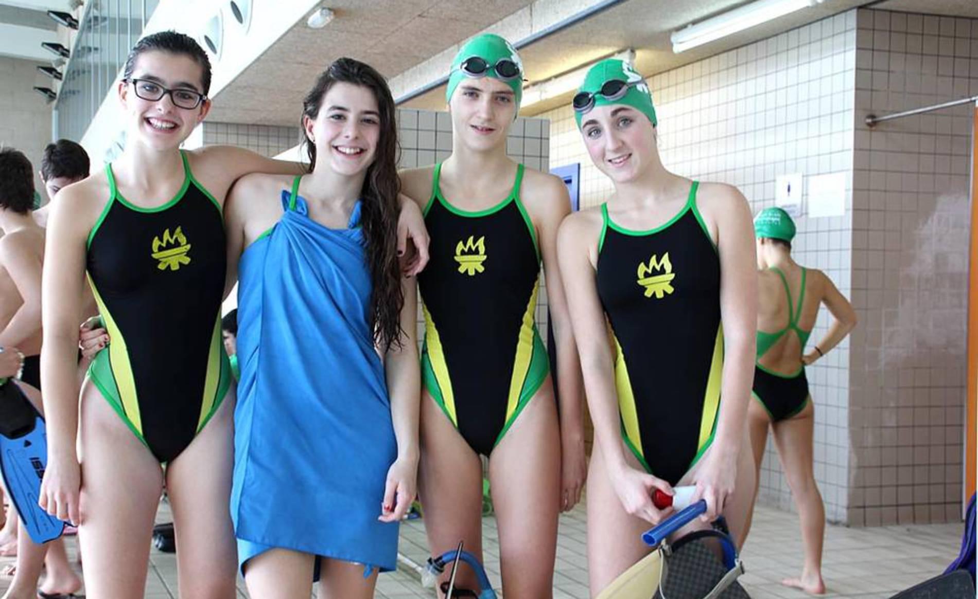 Click deportes nataci n con aletas jornada en la piscina for Aletas natacion piscina