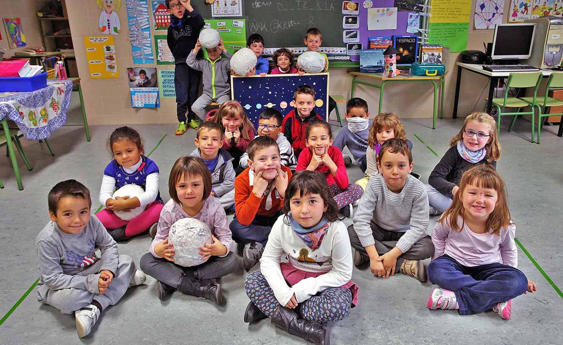 Colegio San Miguel (1/9) - Escolares del colegio San Miguel de Noáin - Navarra -