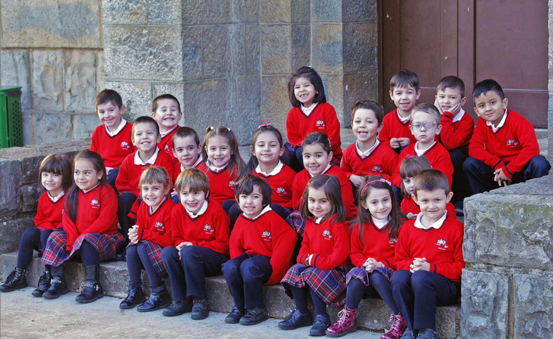 Colegio Regina Pacis (1/22) - Alumnado del colegio Regina Pacis de Burlada - Navarra -