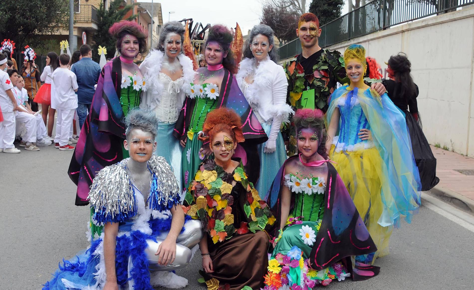 Cerrando el ciclo de los carnavales (1/14) - El de Milagro es una de las celebraciones carnavalescas más tardías de la Comunidad foral. Los vecinos salieron a las calles para participar en el tradicional desfile la tarde del sábado 11 de marzo. La larga espera no defraudó a nadie y las cuadrillas de amigos y familias llenaron de imaginación y mucho color la jornada. - Navarra -