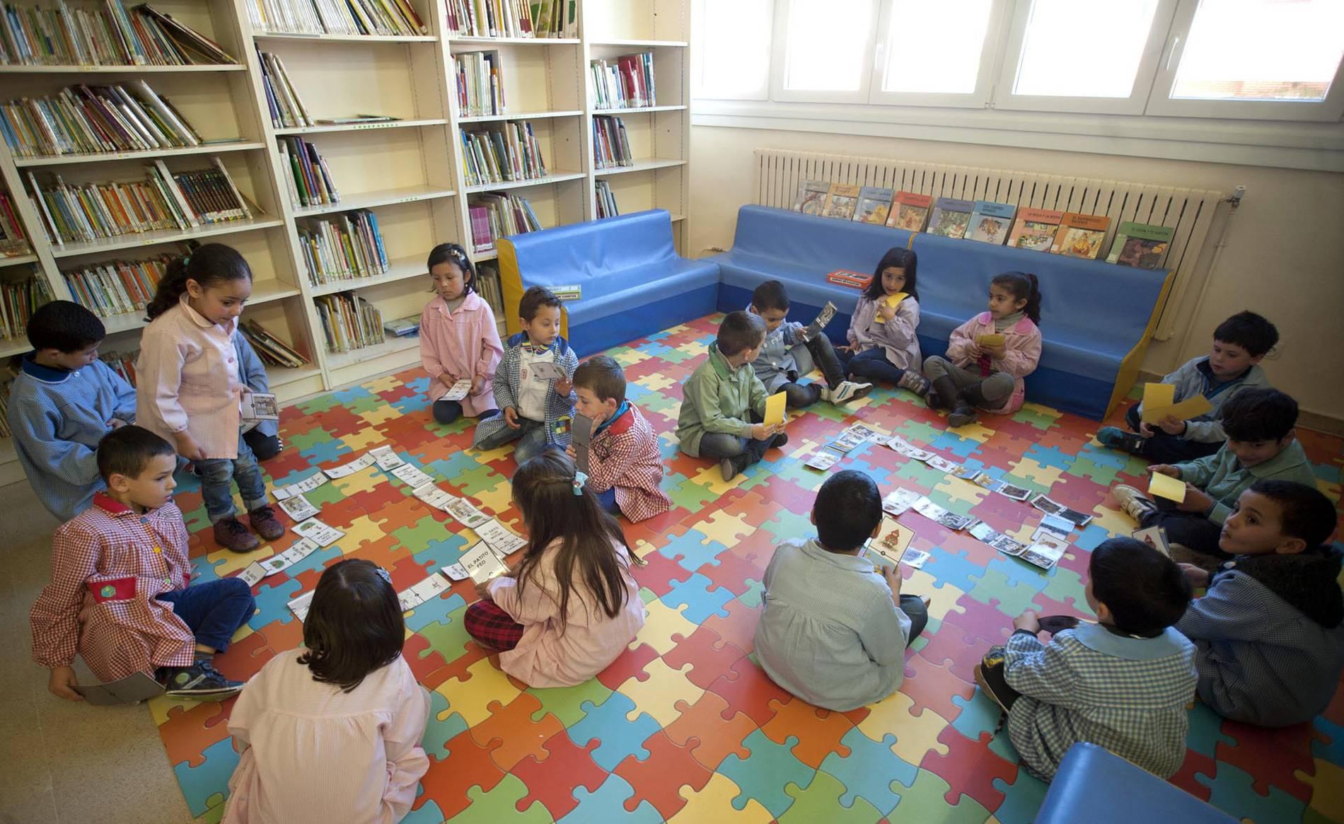 Colegio Doña Álvara Álvarez (Falces) (1/14) - Escolares del colegio de Falces. - Navarra -