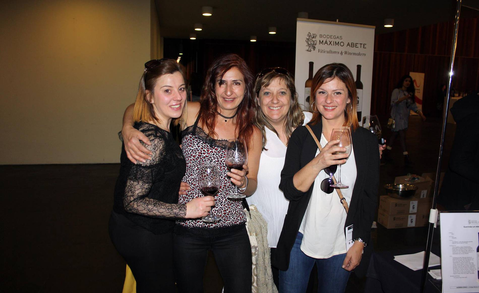 Descubriendo los vinos D.O. (1/8) - 29 bodegas adscritas a la Denominación de Origen Navarra participaron en una nueva edición de la muestra degustación Vinofest. Un año más, Baluarte fue el escenario elegido para el evento, que se celebró el 7 y el 8 de abril, y que permitió a los amantes del vino conocer las nuevas añadas de blancos, rosados y tintos navarros. Vinofest, además, ha organizado unas jornadas de puertas abiertas en ocho bodegas de la denominación, actividad que se pondrá en marcha del 21 al 23 de abril previa inscripción. - Navarra -