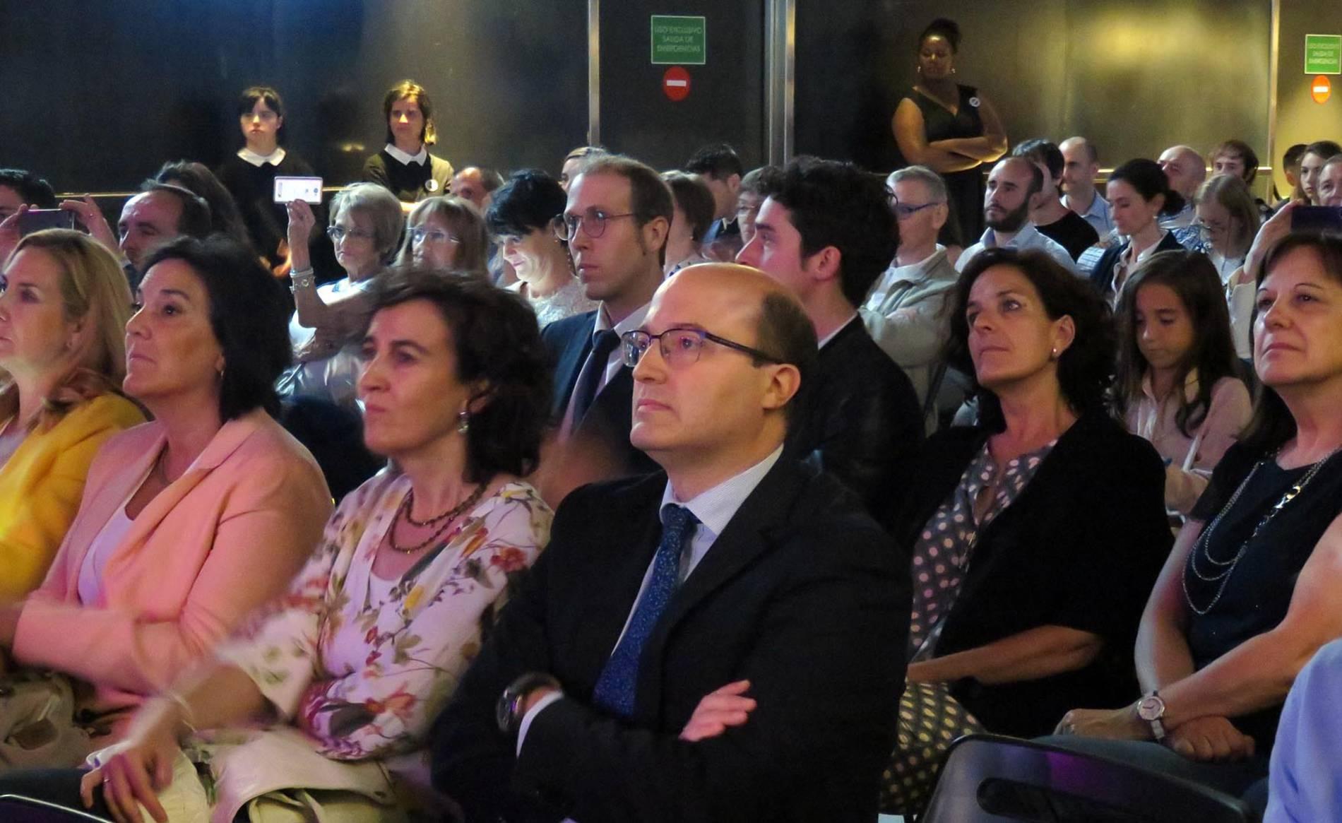 Entrega de Premios AJE 2016 (I) (1/31) - Acto de entrega de los Premios Joven Empresario Navarro 2016, organizada por AJE Navarra en el Zentral, en la que Ciro Larrañeta, CEO de Tetrace, consiguió el Premio al Joven Empresario. - DN Management -