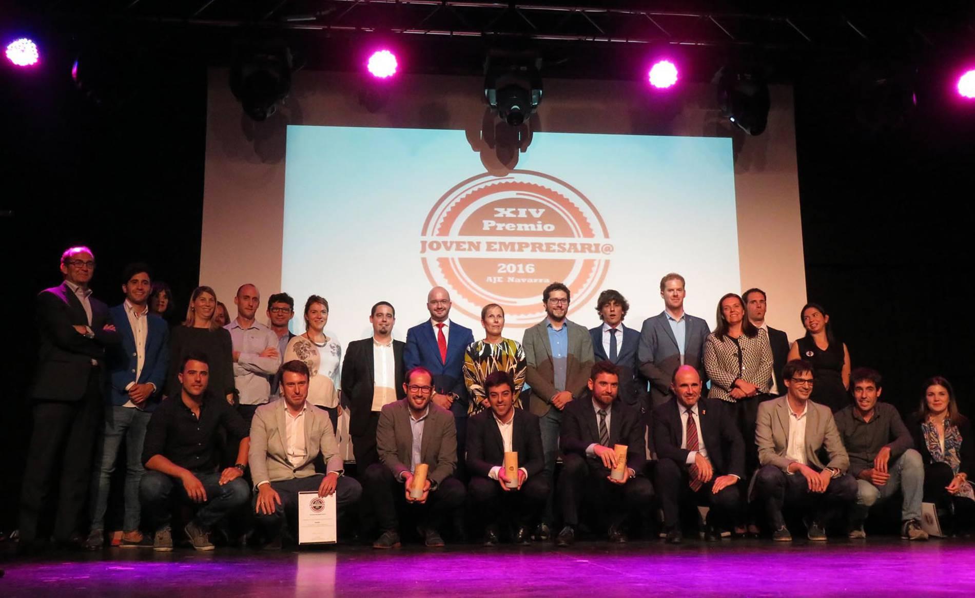 Entrega de Premios AJE 2016 (II) (1/27) - Acto de entrega de los Premios Joven Empresario Navarro 2016, organizada por AJE Navarra en el Zentral, en la que Ciro Larrañeta, CEO de Tetrace, consiguió el Premio al Joven Empresario. - DN Management -