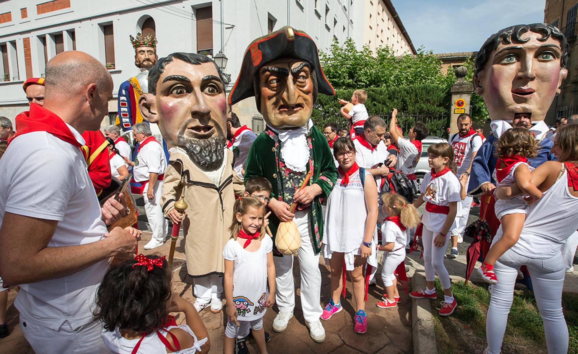 Recorrido de la Comparsa el 8 de julio de 2017 (1/76) - Fotos de la salida de la Comparsa de Gigantes y Cabezudos, este sábado, 8 de julio. - San Fermín -