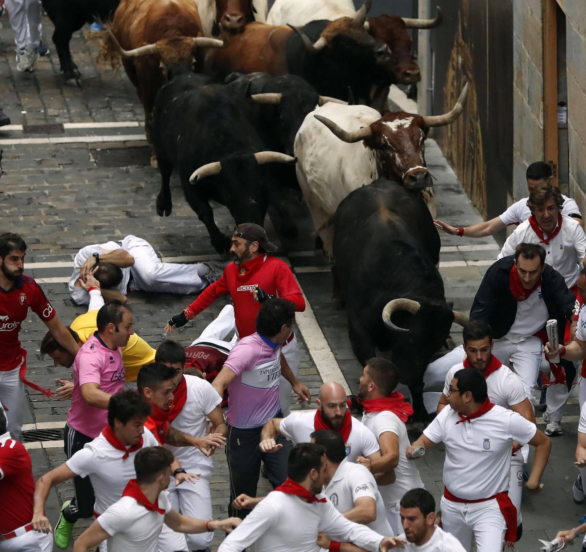 Imágenes del susto de la Estafeta (1/14) - Secuencia de imágenes del susto en la calle Estafeta. - San Fermín -