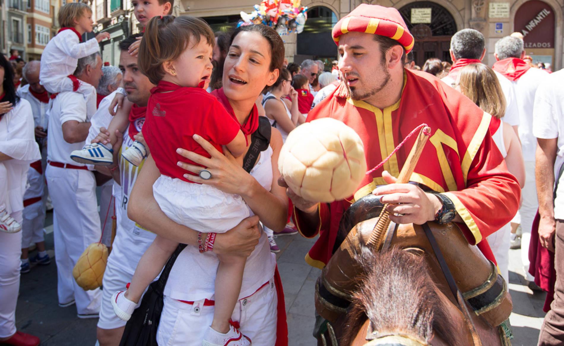 La salida de los gigantes del 11 de julio de 2017 (1/108) - Salida de la comparsa de gigantes y cabezudos del 11 de julio. - San Fermín -