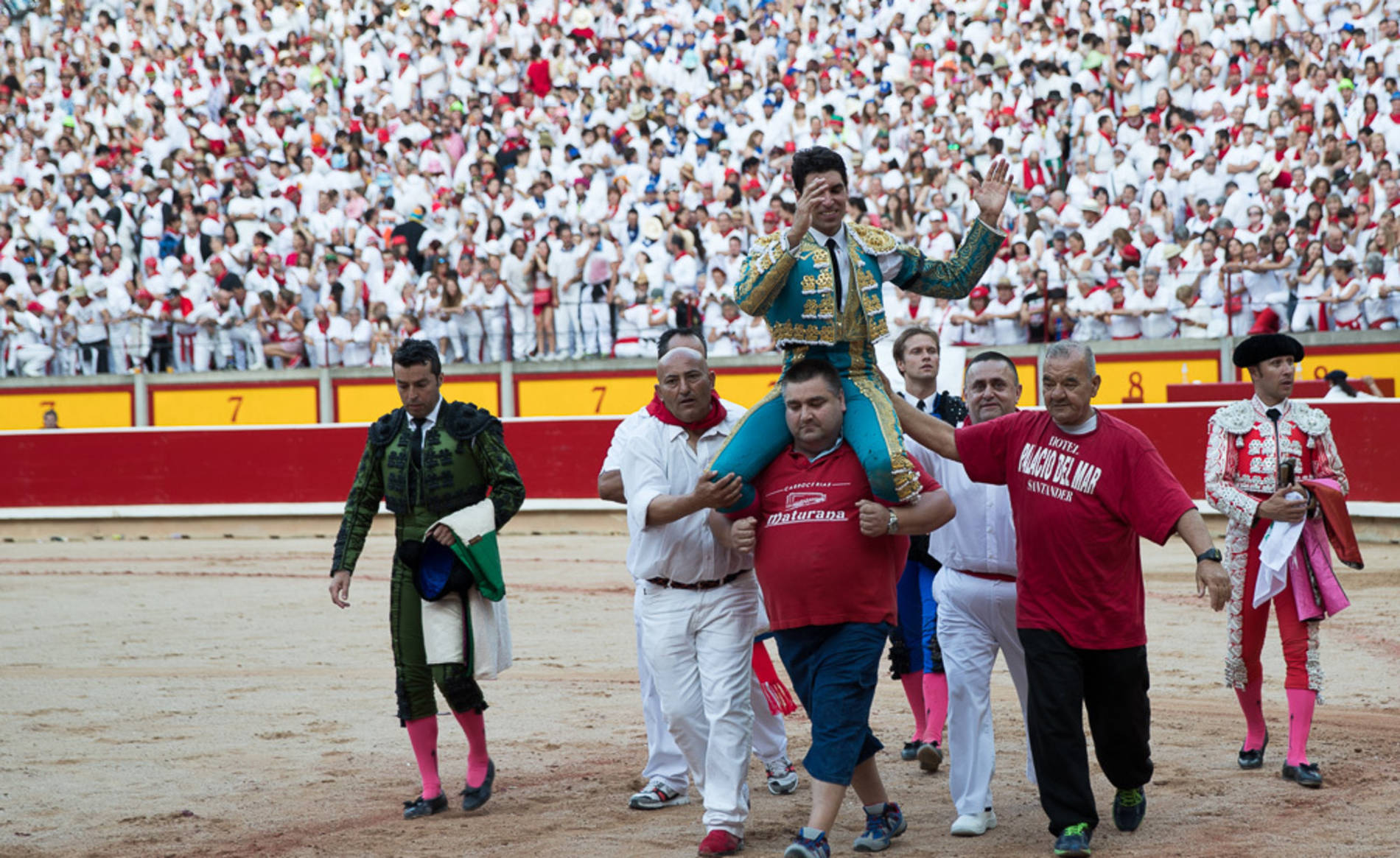 Corrida del día 11 (1/53) - Imágenes de la quinta corrida de San Fermín con los toreros Miguel Ángel Perera, Cayetano y Andrés Roca Rey - Contenidos -