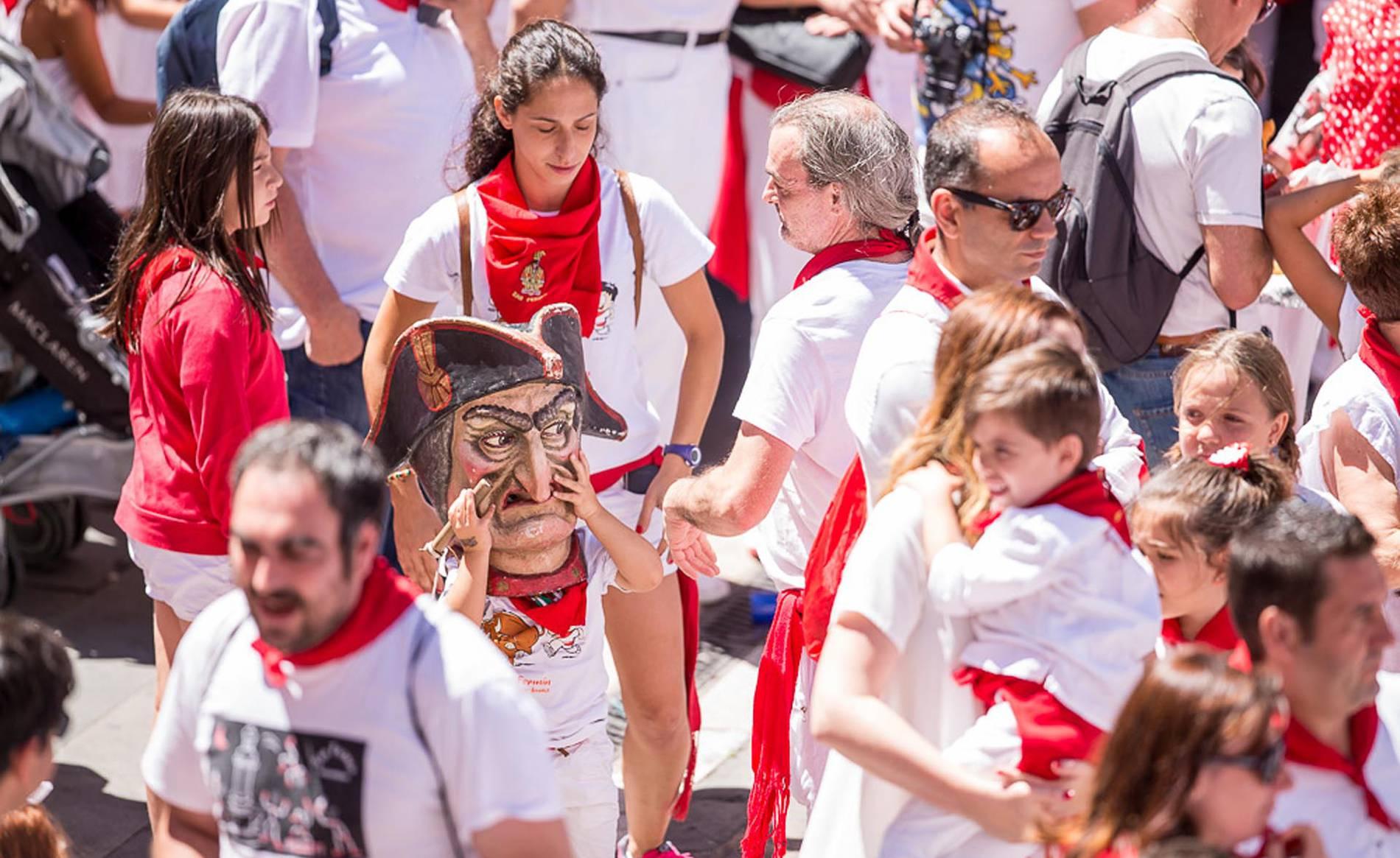 Imágenes de la despedida de los gigantes de San Fermín 2017 (1/173) - Imágenes de la despedida de los gigantes desde la plaza del Ayuntamiento de Pamplona. - Contenidos -