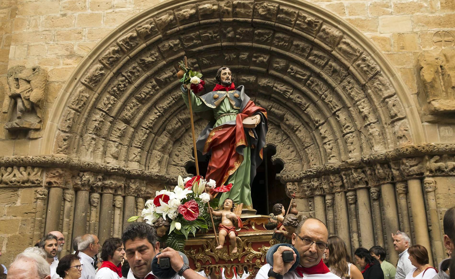 Procesión en honor a Santiago en Puente la Reina (1/16) - Procesión en honor a Santiago durante las fiestas de Puente la Reina - Contenidos -