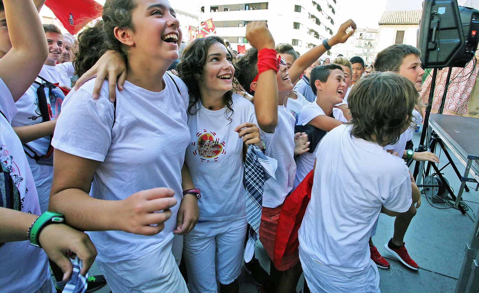 Cohete de fiestas de Burlada (1/24) - Imágenes del comienzo de las fiestas 2017 - Pamplona y Comarca -