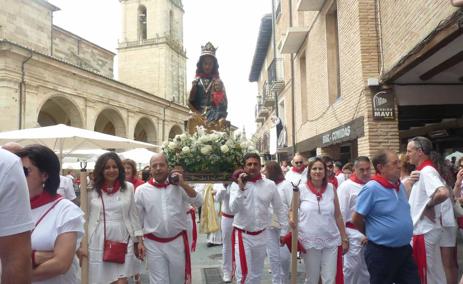 Procesión en fiestas de Los Arcos (1/10) - Imágenes de la procesión en fiestas de Los Arcos. - Tierra Estella -