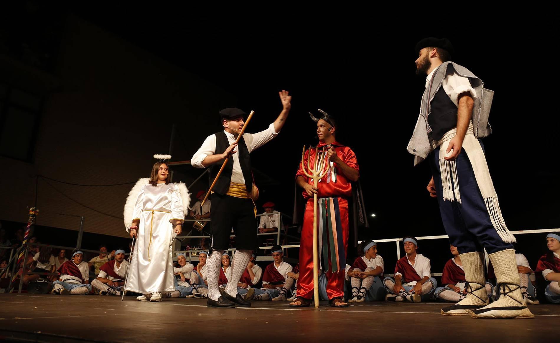 El paloteado de fiestas de San Bartolomé (1/9) - El paloteado de fiestas de San Bartolmé en Ribaforada - Tudela y Ribera -