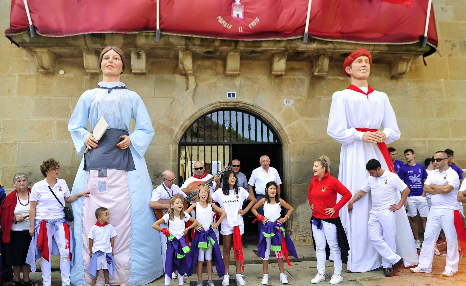 Murillo el Fruto disfruta de su cohete festivo (1/24) - Imágenes del cohete de fiestas en Murillo del Fruto - Tafalla y Zona Media -