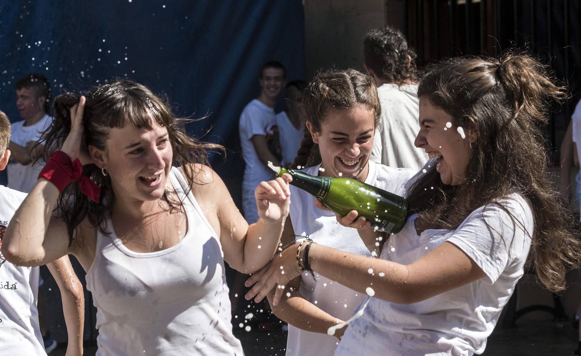 Cohete de las fiestas de Dicastillo (1/12) - Dicastillo inicia sus fiestas populares de 2017 - Tierra Estella -