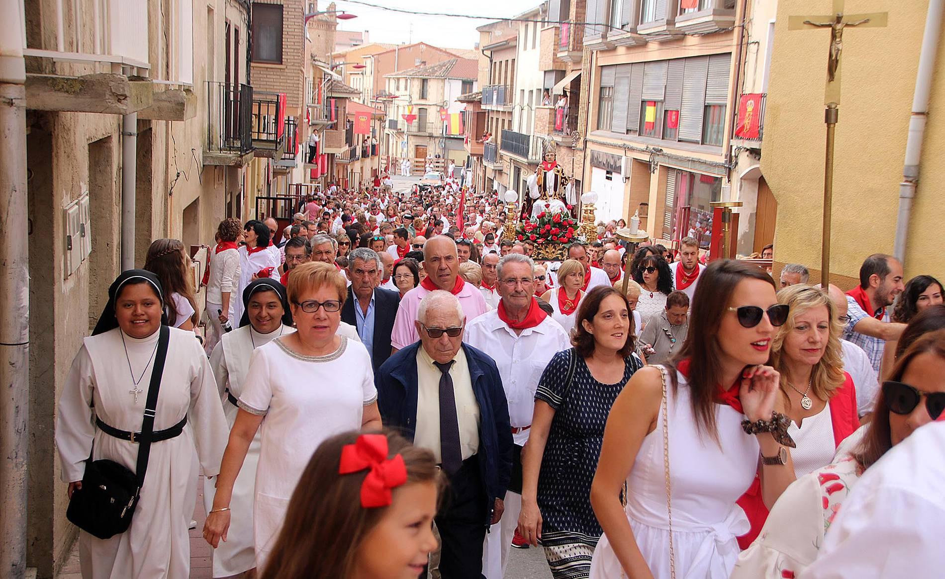 Procesión de San Blas en Milagro (1/11) - Día grande de fiestas de Milagro con la procesión en honor a San Blas - Tudela y Ribera -