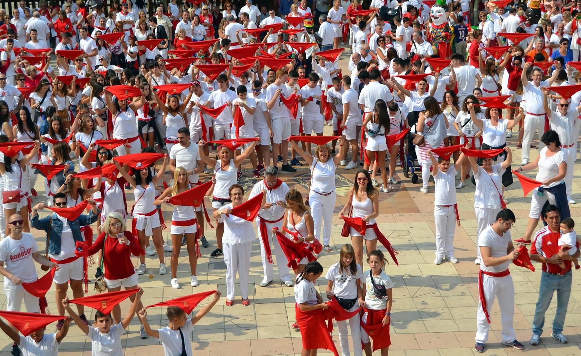 Chupinazo en Andosilla (1/10) - Imágenes de las fiestas de Andosilla 2017 - Tierra Estella -