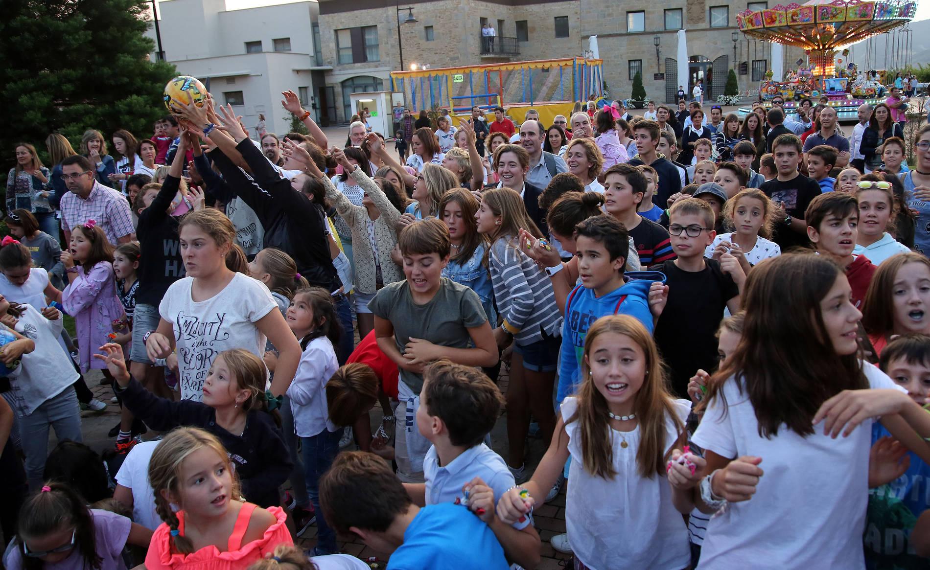Cohete de Fiestas de Gorraiz (1/6) - Comienzo de las fiestas patronales de Gorraiz, la Asociación de Vecinos lanzó el cohete. - Contenidos -