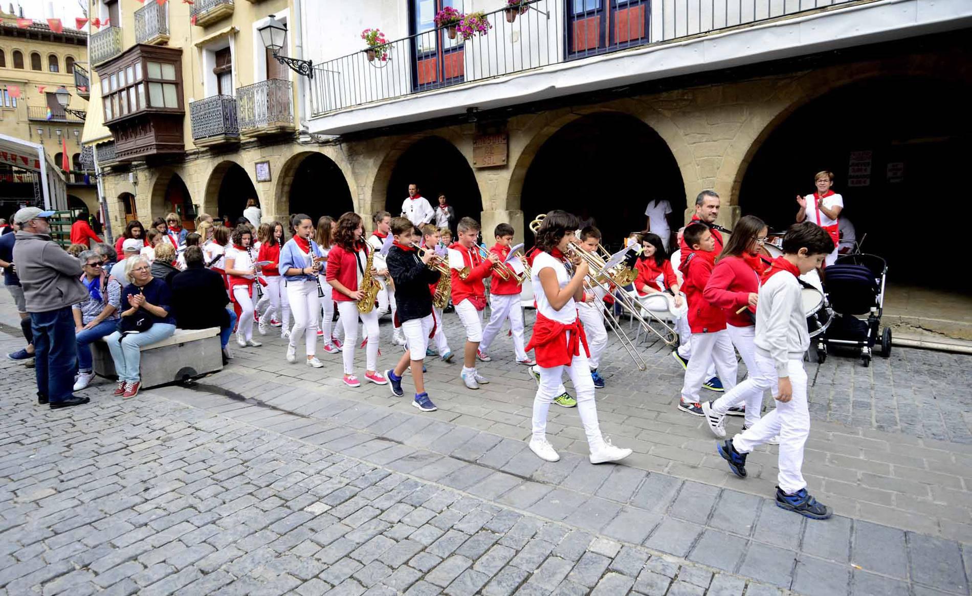 Olite recupera el día de la música en sus fiestas (1/17) - Fotos del día de la música en las fiestas de Olite - Tafalla y Zona Media -