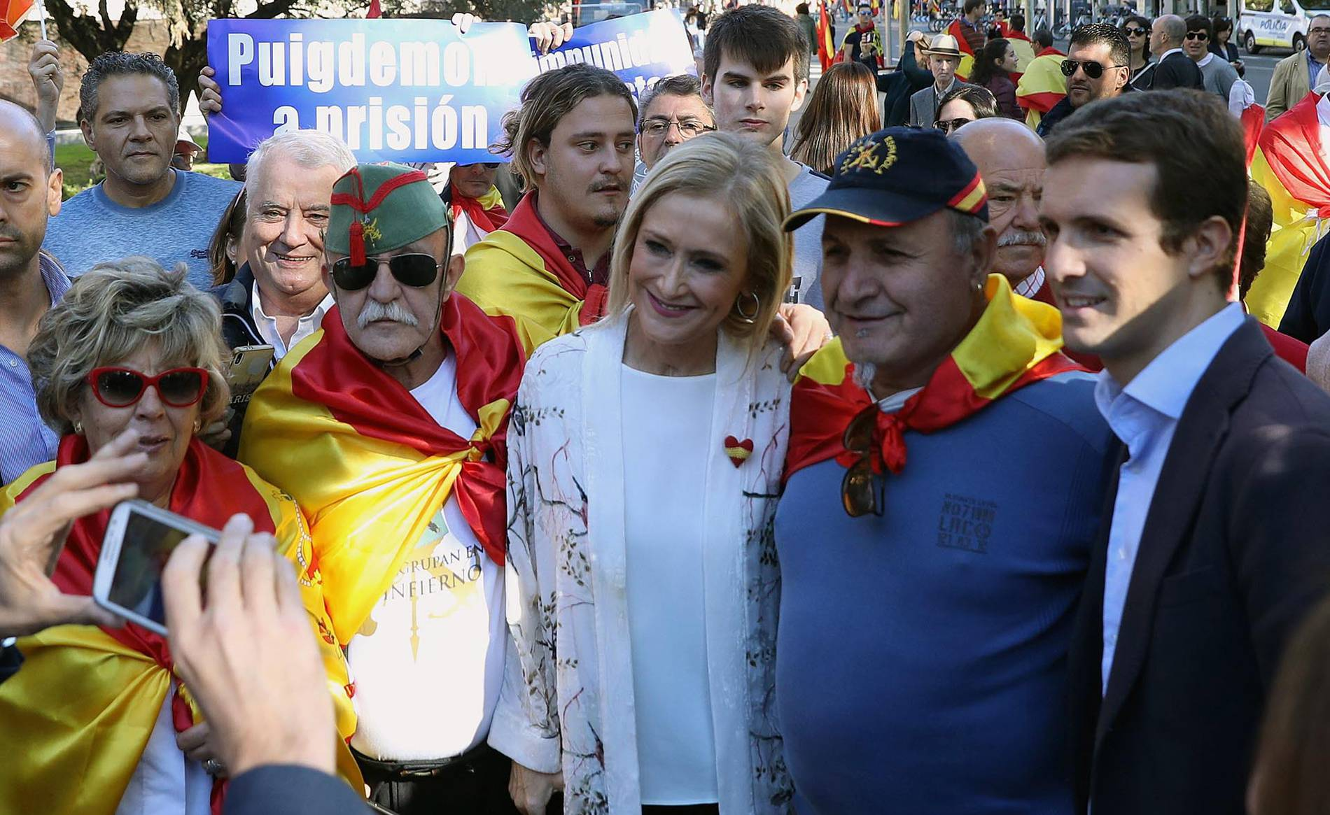 Manifestación en Madrid en defensa de la unidad de España (1/12) - Miles de personas han llenado la plaza de Colón - Nacional -