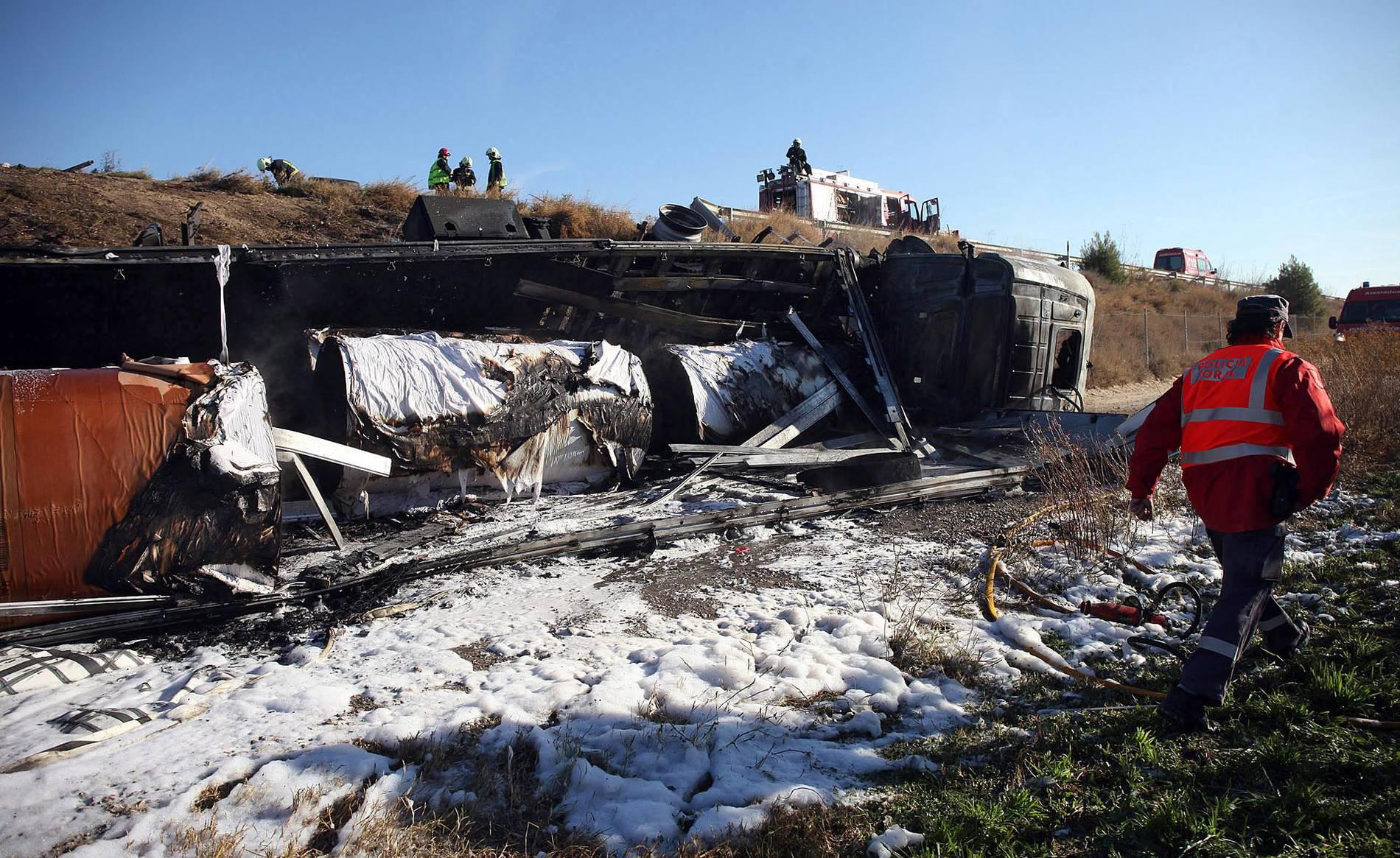 Accidente de un camión en Tudela (1/9) - Accidente de un camión en Tudela - Tudela y Ribera -