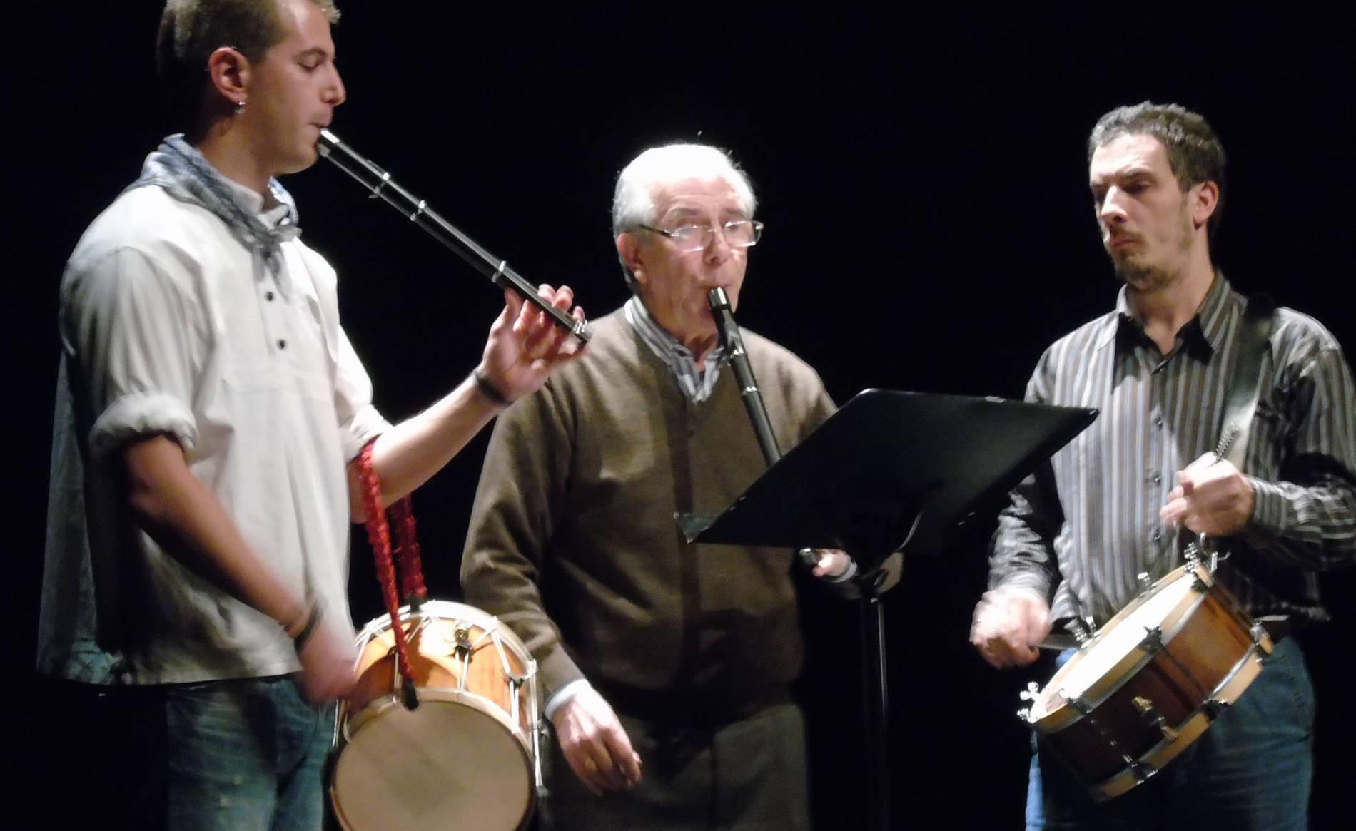 Homenaje a Ignacio Lizoáin (1/6) - Homenaje en el Auditorio por parte de distintos grupos culturales a Ignacio Lizoáin, fallecido el pasado mes de julio. - Vivir en Barañáin -