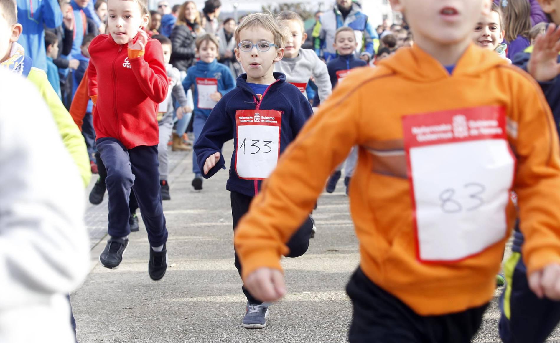 IV San Silvestre de Buztintxuri (1/21) - La carrera, que pidió instalaciones deportivas para el barrio pamplonés, reunió a 210 niños y 60 adultos - Carreras populares DNRunning -