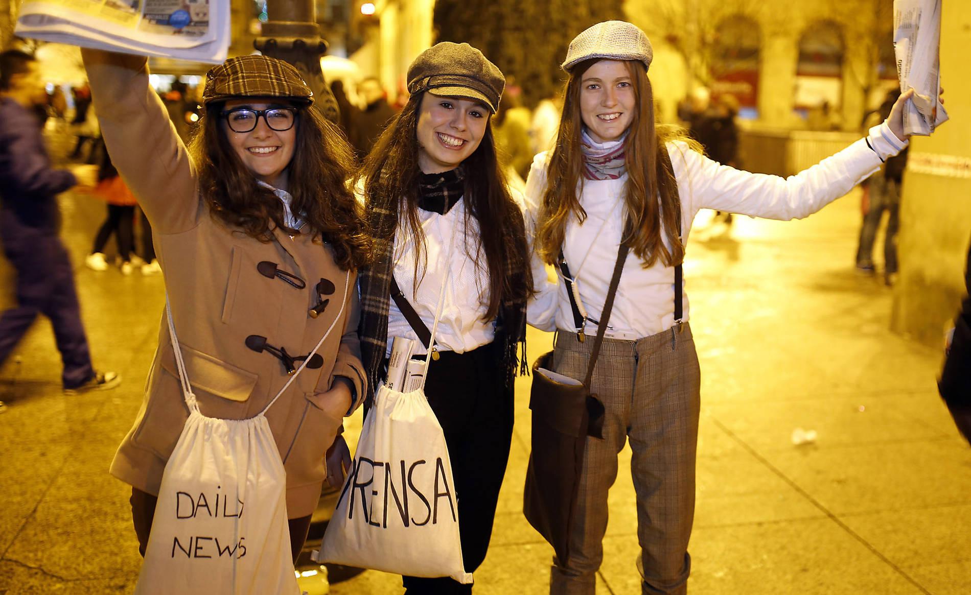 Fotos de Nochevieja 2017 en Pamplona (II) (1/89) - Imágenes de los disfraces de Nochevieja 2017 de Pamplona - Pamplona -