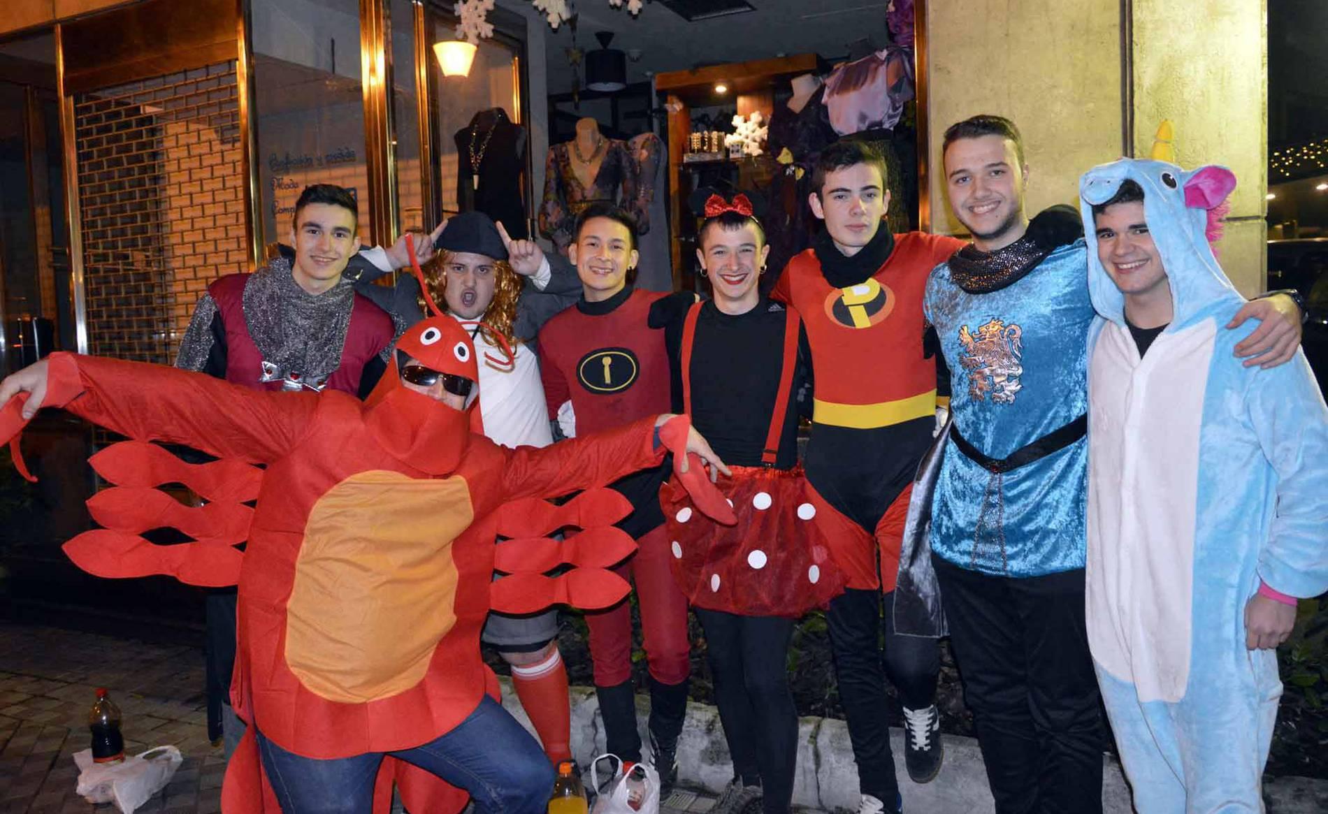 Fotos de Nochevieja 2017 en Pamplona (I) (1/327) - Imágenes de los disfraces de la Nochevieja de 2017 en Pamplona - Pamplona -