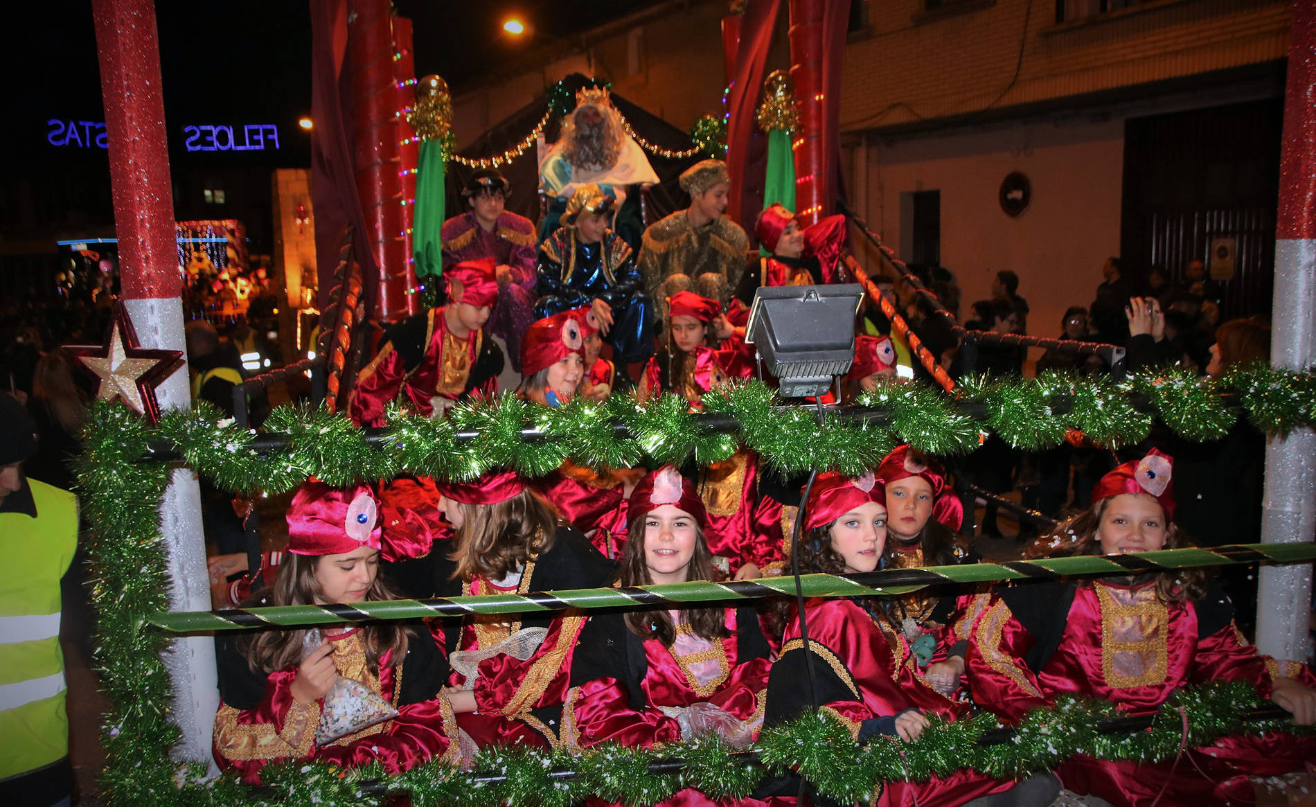 Cabalgatas de los Reyes Magos en la Ribera 2018 (1/50) - Los Reyes Magos llenaron de ilusión las calles de Navarra - Tudela y Ribera -
