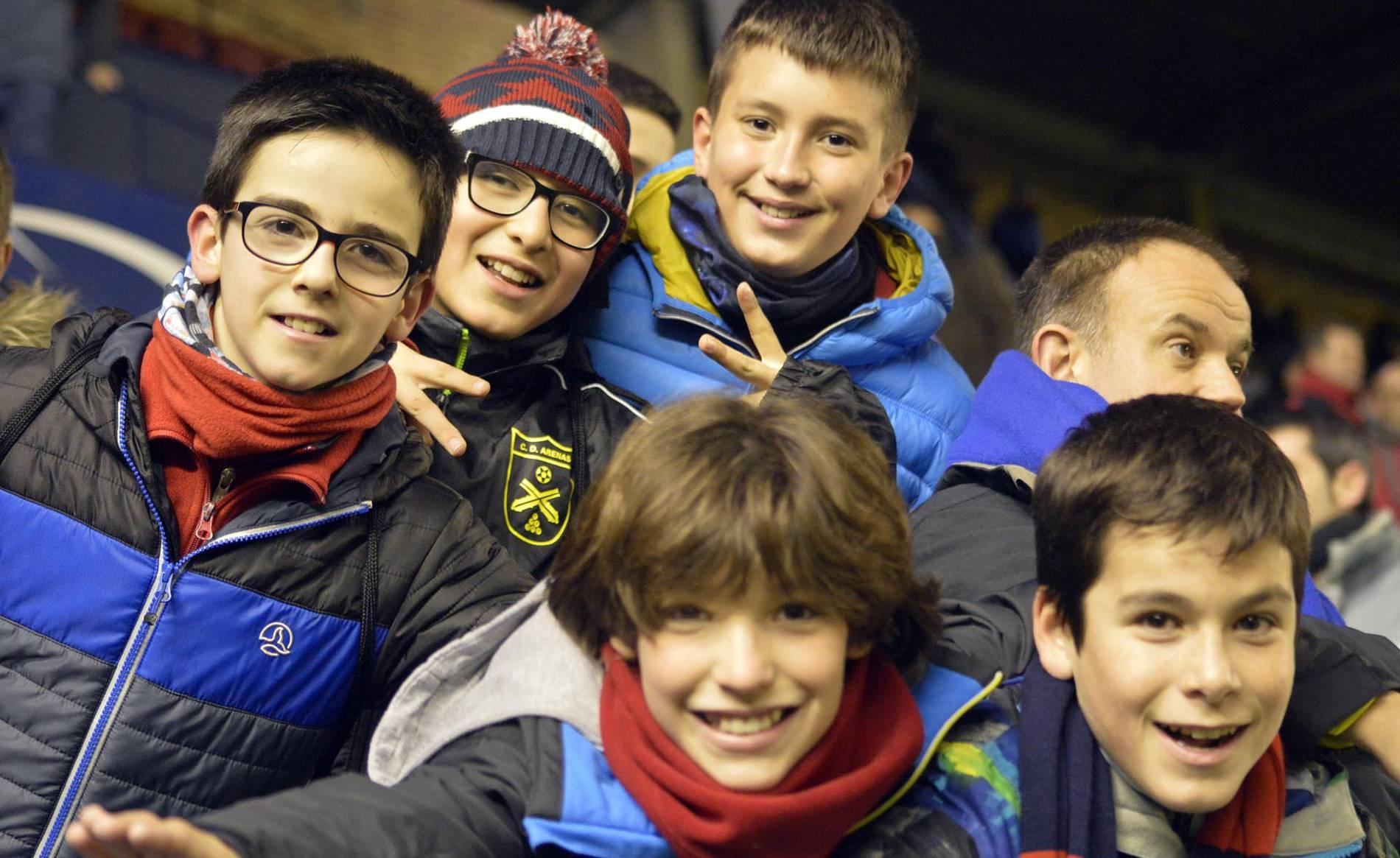 Búscate en la grada del Osasuna - Rayo (II) (1/43) - Todas las imágenes del partido entre Osasuna y Rayo - Osasuna -
