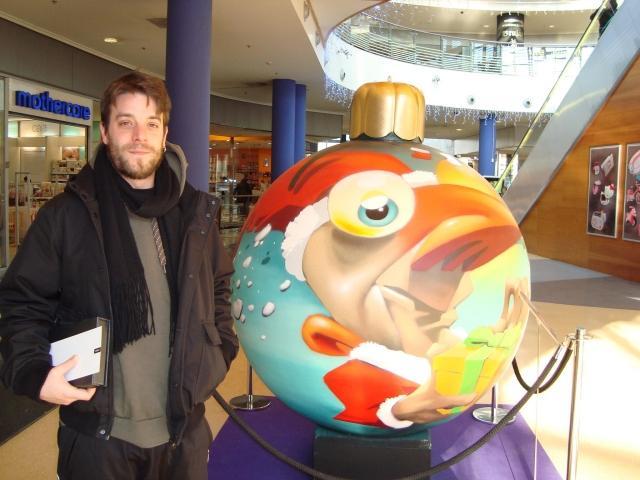 Una bola con forma de pastel gana en itaroa noticias de - Bolas de navidad grandes ...