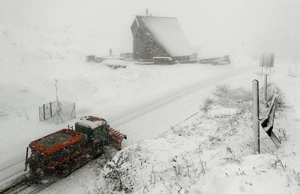 Nieve en Navarra (1/12) - A primera hora de la tarde de este sábado, la nieve cubría la carretera de Burguete, el Alto de Ibañeta o la Higa de Monreal - Navarra -