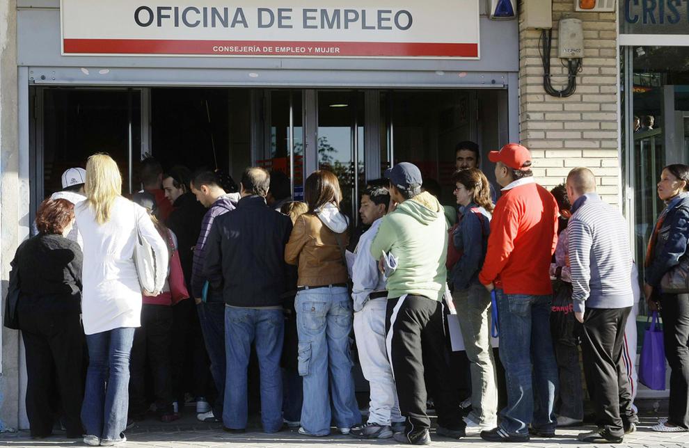 El paro sube en personas en enero su segundo menor for Oficina inem madrid