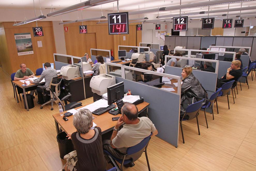 El gobierno foral har ajustes de personal desde marzo for Oficinas bankia pamplona