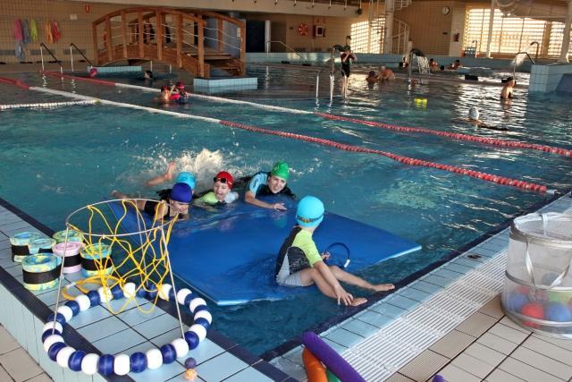 S lo una empresa opta a gestionar la piscina cubierta for Piscinas cubiertas tudela