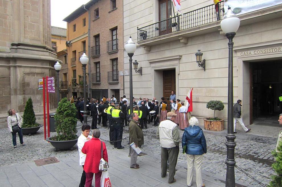 Marcha de la Orden del Volatín y recepción oficial en Tudela (1/42) - Imágenes de este sábado 5 de mayo de la marcha por Tudela de la Orden del Volatín - Tudela -